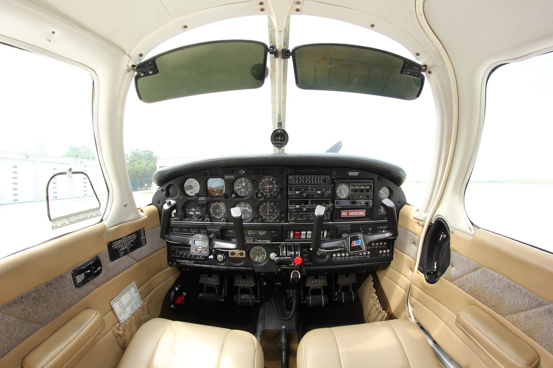 piper archer cockpit